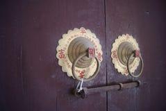 Der Altbau der Verschluss auf der Tür Stockbilder