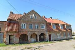 Der Altbau des deutschen Baus mit einem Ziegeldach Zheleznodorozhny, Kaliningrad-Region Stockfotografie
