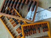 Der alte Abakus, mithilfe dessen alle mathematischen Berechnungen mitten in dem letzten Jahrhundert produzierte lizenzfreies stockfoto