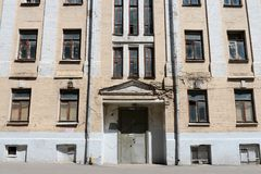 Der alte Backsteinbau auf Timur Frunze Street in Moskau Lizenzfreies Stockfoto