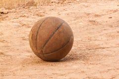 Der alte Basketball Lizenzfreies Stockbild