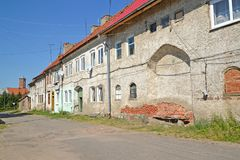 Der alte Bereich des historischen Gebäudes auf Oktyabrskaya-Straße Zheleznodorozhny, Kaliningrad-Region Lizenzfreie Stockfotos