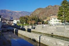 Der alte Bezirk von Serravalle, einer des alten Dorf zwei formi Lizenzfreies Stockfoto