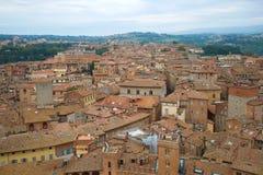 Der alte Bezirk von Siena an einem bewölkten September-Tag Italien Stockbilder