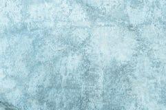 der alte blaue Zementbeschaffenheitshintergrund Abbildung der roten Lilie Lizenzfreies Stockfoto