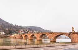 Der alte Brückenkreuz Fluss Neckar in Heidelberg Stockfotos