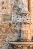 Der alte Brunnen Architektur von Kroatien und von Montenegro, Balkan Stockbild