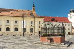 Der alte Brunnen im Hauptplatz Lizenzfreies Stockbild