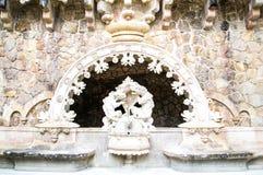 Der alte Brunnen in Quinta da Regaleira in Sintra - Hafen Lizenzfreies Stockbild