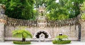 Der alte Brunnen in Quinta da Regaleira in Sintra - Hafen Stockfoto