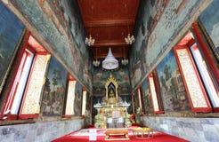 Der alte Buddha mit Wandlack. Stockfotos
