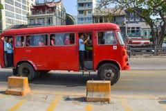 Der alte Bus in Rangun Stockbilder