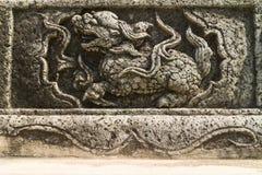 Der alte chinesische Stein, der für Qilin schnitzt Lizenzfreie Stockbilder