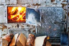 Der alte Dorfofen in einer rustikalen Art Lizenzfreie Stockbilder