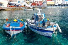 Der alte Fischereihafen im Dorf Oia Lizenzfreies Stockfoto
