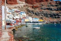 Der alte Fischereihafen im Dorf Oia Stockfotografie