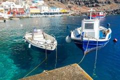 Der alte Fischereihafen im Dorf Oia Lizenzfreie Stockbilder