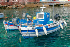 Der alte Fischereihafen im Dorf Oia Lizenzfreie Stockfotografie
