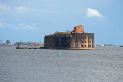 Der alte Fort Kaiser Alexander I. (die Pest) im Finnischen Meerbusen Kronstadt Lizenzfreie Stockfotos