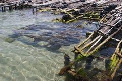 Der alte, gebrochene Pier für Boote Lizenzfreies Stockbild