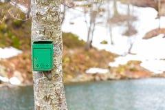 Der alte grüne Briefkasten Stockfoto