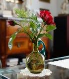 Der alte grüne nostalgische Vase der Großmutter Lizenzfreies Stockbild