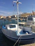 Der alte Hafen im Fischerdorf auf der Insel von Aegina, Griechenland Stockbild