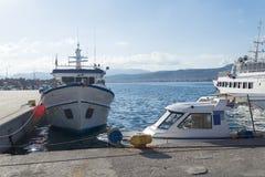 Der alte Hafen im Fischerdorf auf der Insel von Kreta, Griechenland Lizenzfreies Stockfoto