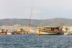 Der alte Jachthafen in der alten Stadt von Nessebar in Bulgarien Stockfotografie