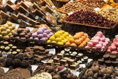 Der alte Lebensmittelgeschäftmarkt von Barcelona Boqueria Lebensmittel jamon Gemüse für Touristen und Besucher an die Stadt verka Lizenzfreie Stockbilder
