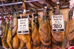 Der alte Lebensmittelgeschäftmarkt von Barcelona Boqueria Lebensmittel jamon Gemüse für Touristen und Besucher an die Stadt verka Lizenzfreies Stockbild