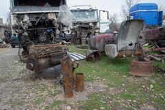 Der alte LKW-Friedhof Innenraum des verlassenen alten Autos Stockfotos