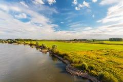 Der alte niederländische Fluss IJssel in der Provinz von Gelderland Lizenzfreie Stockbilder