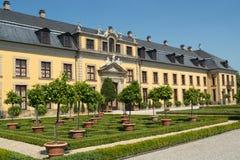 Der alte Palast von Herrenhausen arbeitet, Hannover, Deutschland im Garten Stockfotos