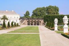 Der alte Palast von Herrenhausen arbeitet, Hannover, Deutschland im Garten Lizenzfreies Stockbild