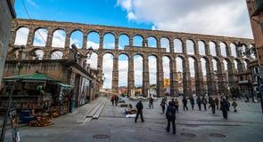Der alte römische Aquädukt in Segovia Stockbilder