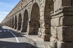 Der alte, römische Aquädukt in Segovia, Spanien Stockbild