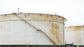 Der alte reservior Behälter auf dem weißen Hintergrund Lizenzfreies Stockfoto