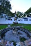 Der alte ruinierte Brunnen Lizenzfreie Stockbilder