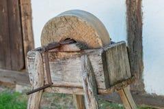 Der alte Schleifstein stockfotografie