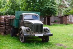 Der alte sowjetische Lastwagen Lizenzfreie Stockfotografie
