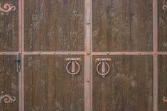 Der alte Türklopfer Holz Stockfoto