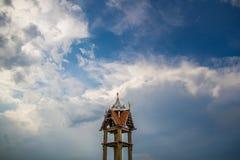 Der alte Tempel u. der Himmel Stockbild