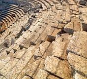 der alte Tempel und das Theater in termessos Antalya-Truthahnasien-Himmel Stockfotografie