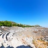 der alte Tempel und das Theater in termessos Antalya-Truthahnasien-Himmel Stockbild