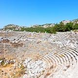 der alte Tempel und das Theater in termessos Antalya-Truthahnasien-Himmel Stockfoto