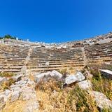 der alte Tempel und das Theater in termessos Antalya-Truthahnasien-Himmel Lizenzfreie Stockfotos