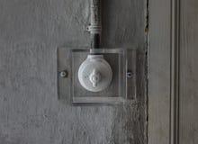 Der alte und alte Schalter unter Glas Stockbild