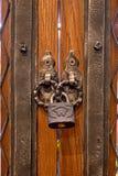 Der alte Verschluss auf einer Holztür für Druck Lizenzfreie Stockfotografie