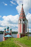 An der alten Kirche unserer Dame Mother von Kasan auf der Wolga Tutayev, Russland Lizenzfreie Stockfotos